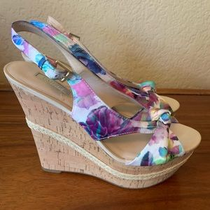 Guess multicolor wedges